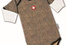 Alpenschick / Schwinger / Edelweiss Kollektion - Es wird urchig! / Die coolen Baby Bodys im Alpenschick-Look finden Sie bei uns!   ---   Direkt zum Angebot: http://kidisworld.ch/kleidung/bodys-strampler/