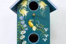 Festett házikók madáretetők, és társaik.