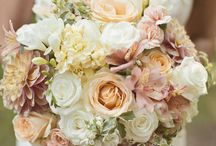 November 21, 2015 / Ideas for flowers on gold and ivory table