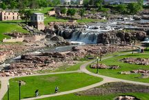 Dakota Destinations / Find the best getaways on the wide open plains and prairie of North and South Dakota, including beautiful Badlands and the legendary Black Hills.