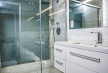 Baño principal / Baño con pared de cristal al fonfo
