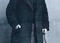 Henri de Toulouse-Lautrec / s.XIX   (1864-1901). Litógrafo, pintor y cartelista francés. Destacó por retratar la vida nocturna parisina (cabarets). Eleva la técnica de la litografía a categoría de arte y ayuda a establecer la función de medio directo que tiene actualmente el cartel publicitario.