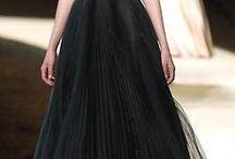 DRESS : BLACK