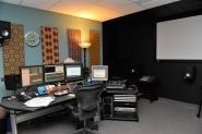 Studios with dark accent walls / by Danielle Henderson Evans