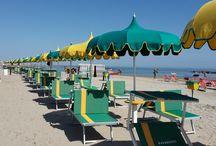 La Spiaggia / La spiaggia di Rivabella non ha questo nome per caso...la sabbia è dorata e fine, il mare pulito e dolcemente degradante con gli scogli a protezione delle zone di spiaggia che creano fantastici ecosistemi per pesci, granchi e gabbiani...
