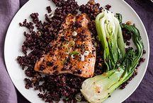 Черный рис и лосось с имбирем