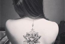 Wirbelsäulen Tattoo