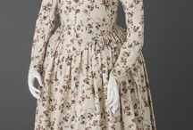18th century round gown / Late 18th century dresses in 1 piece. No overdress/petticoat, front part of the skirt closes with drawstring