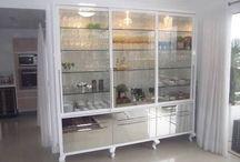 Cristaleiras (Display cabinets)
