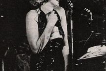 Lacração. / Marilyn e outras Deusas.