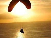 Ocio activo: aire / Por aire, por mar o por tierra...la Palma es única. Surca sus cielos y te sentirás como los pájaros...libre