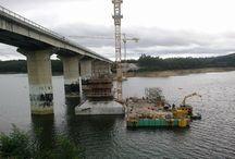 """Z cyklu """"ULMA na świecie"""" – Most na rzece Dão w Viseu w Portugali / Most na rzece Dão o rozpiętości 390 m powstaje w ciągu drogi IP3 w Regionie Centrum w Portugalii. Zastąpi istniejący most, którego konstrukcja uległa zniszczeniu. Wartość inwestycji to około 11,5 mln Euro. Systemy deskowań na tę budowę dostarcza firma ULMA Portugal Lda."""