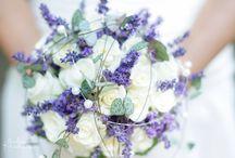 Blumendeko und Strauß