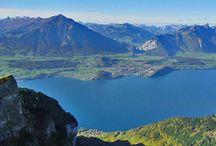 Castelul Oberhofen /  Castelul Oberhofen este așezat idilic pe malul lacului Thun, Elveția