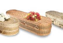 Our Products / Ecoffins offer a range of handcrafted and eco-friendly coffins that we believe are the best and most beautifully crafted that are currently available in the UK. Choose from a large variety of materials: bamboo, banana, willow, pandanus, pine or even fabric and cardboard, each one of which has strong eco-credentials.