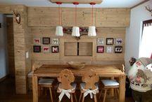 Arredamento interno,casa montagn / Zona pranzo ,legno abete seconda patina,passa vivande con cucina.arredatrice e quadri Marina Aletti