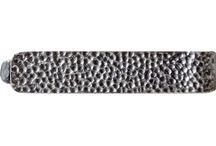 Hammer Collection / Das seis novas coleções de joias Topázio, duas delas são masculinas. Conheça a Hammer - versátil e apropriada para as mais variadas ocasiões. Em tons prata, inclui anéis, botão de punho e alfinete para gravata.