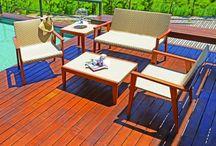 Linha Flárida / A linha Flórida possui uma imensa gama de produtos, contando com conjunto de mesa e cadeiras, namoradeira, mesa de canto, mesa de centro, espreguiçadeira e mesa de apoio. Seu conceito é caraterizado pela presença de formas simples e sinuosas, mescladas ao contraste harmonizo sua estrutura em madeira.