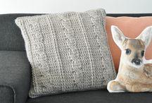almohadones tejidos y alfombras y mantas