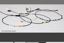 silk bracelet /silke armbånd / armbånd med guld perler