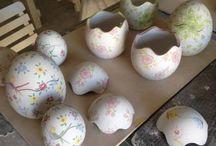 La pasqua preparativi....... / Uova,scatoline,piatti,tutto per una buona Pasqua