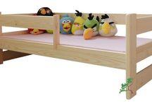 Łóżka dziecięce sosnowe / Łóżka dziecięce to nieodzowny element w pokoju dziecka. W celu zapewnienia  maksymalnego bezpieczeństwa swojej pociechy, w każdym dziecięcym modelu łóżka została zamontowana barierka zabezpieczająca.