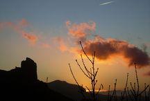 Tejeda, Las Palmas, Gran Canaria, España. / Tejeda es un municipio español perteneciente a la provincia de Las Palmas (Islas Canarias), situado en el centro de la isla de Gran Canaria. El término municipal abarca la denominada caldera de Tejeda, una formación de origen volcánico surcada por abruptos barrancos en la que se erigen dos roques que son los símbolos geológicos de la isla: el Roque Nublo y el Roque Bentayga.