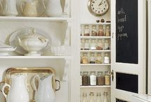 Pantry Organization / Wonderful organization tips and storage projects for the pantry