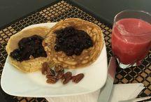 Desayuno saludable / Creps vos salsa frutos rojos y zumo natural de melón