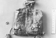14th century accessories: purses, bags, belts, jewels, brooches, buckles (1320-1420 ca.)