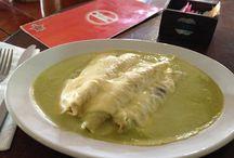 Rincón de la Enchilada / Arma tu propia enchilada con nuestra selección de salsas e ingredientes.