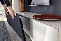 Hülsta | Van Oort Interieurs / Hülsta is een Duits meubelmerk dat gekenmerkt wordt door haar tijdloze designkasten en -bedden met vele toepassingsmogelijkheden. Na de oprichting van Hülsta in 1940 zijn duurzaamheid, innovatie, flexibiliteit, functionaliteit en kwaliteit belangrijke begrippen.