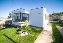 CASA MINIMALISTA / Consta de 3 Dormitorios y 2 Baños.  92,83 Construidos. 350 m2 de terreno.  www.inmobiliariaparada.cl