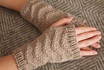πλεκτές ζακέτες, μπλούζες, γάντια κ.λ.π.