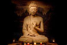 Boeddha in glasmozaïek / De Boeddha's die op deze pins ziet zijn gemaakt van duizenden kleine gekleurde glazen mozaïektegeltjes van 20 en 10 mm. Wilt u ook een Boeddha in glasmozaïek in uw badkamer, wellness of elders? Op onze website www.milovito.nl vindt u meer informatie.    Boeddha Buddha mozaïek glasmozaïek mozaïek tegels mozaïektegels #mozaïek #glasmozaïek #mozaïektegels #Buddha #wellness #donker #zwart #brons #bruin #tegeltjes #tegels  #goud #zen #exclusief #maatwerk #achterwand  #voegen #Milovito #bespoke
