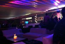 El restaurante / En un ambiente cómodo y moderno, cuenta con 9 mesas de Tappanyaki, más dos terrazas, una discreta al frente y una muy amplia y bien ambientada con DJ al fondo en dos niveles con área de fumadores y techo removible para disfrutar de las tardes soleadas. En un ambiente cómodo y moderno, cuenta con 9 mesas de Tappanyaki, más dos terrazas, una discreta al frente y una muy amplia y bien ambientada con DJ, dos niveles con área de fumadores y techo removible para disfrutar de las tardes soleadas.