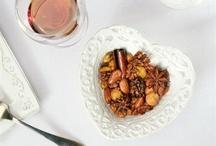 Рецепты блюд с орехами / Орехи изменчивы. С одной стороны, могу служить простой закуской к пиву, с другой - обладают способностью почти любое блюдо со своим участием переводить в ранг изысков. Единственное, что нельзя с ними сделать, - спрятать их вкус.