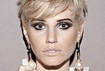 """Taglio Corto Donna / Nel taglio corto per donna la scelta è ampia come non mai: puoi optare per un look naturale e spettinato, oppure seguire il trend del capello corto geometrico, o ancora optare per un look sbarazzino in versione """"maschiaccio""""."""