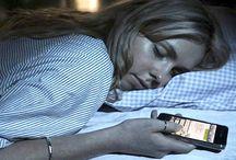 தலையணைக்கு அருகிலோ மொபைலை வைத்துக்கொண்டு தூங்குபவரா நீங்கள்?phone at sleeping bed