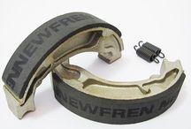 Σιαγώνες Newfren / Η ιταλική εταιρία Newfren s.r.l. παράγει την πιο ολοκληρωμένη σειρά προϊόντων τριβής στον κόσμο. Ξεκίνησε τη διεθνή εξαγωγική της δραστηριότητα στα μέσα της δεκαετίας του '50 ενώ το εργοστάσιο της βρίσκεται στο Τορίνο και λειτουργεί σύμφωνα με τους ευρωπαϊκούς κανονισμούς για το περιβάλλον και την ασφάλεια.