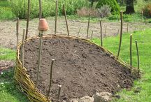 Vyvýšené záhony aneb zelenina dostává závrať / Inspirujte se, jak mohou vypadat vyvýšené a vysoké záhony pro pěstování zeleniny.