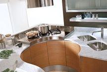 Hajlított konyhafrontok /Kitchen with curves / Cucine con ante curve