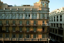 Hotel de las Letras / El nombre de Hotel de las Letras, es un homenaje al mundo de la literatura. El edificio está catalogado en el registro del patrimonio histórico de Madrid y data de 1917. Tiene 109 habitaciones y varios espacios singulares donde reposar, conversar, leer, comer... / by Hotel De las Letras (Madrid)