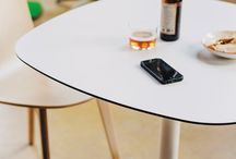 Tables / In Enea we have different kind of tables depending on if your project is an office, a bar, a restaurant, an school or university, or depending on your needs, but all of them are beautiful and resistant.