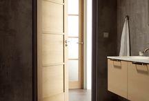 Binnendeuren - doors / Uw binnendeuren bepalen voor een groot deel de sfeer van uw leef- of werkruimte. Vervecken BVBA biedt voor elke interieurstijl de gepaste binnendeuren, van stijlvol klassiek tot modern, met of zonder glas.  Durf uw bestaande deuren te vervangen en ervaar de kracht en de kwaliteit van een deurenmetamorfose.  Elk model kan in vrijwel alle houtsoorten en kleuren uitgevoerd worden en is verkrijgbaar met een aangepaste glasopening. Een uniek persoonlijk accent is mogelijk.