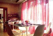 Interiores Deluz / The World of Interiors by Deluz / Vete de viaje al centro del Sardinero. Veranea en la casa más bonita de Santander. Una casa de los años 50 rehabilitada, que conserva el suelo de castaño original, el papel pintado, un jardín con 505 rosales. Y en el que te puedes sentar a comer en una Saarinen original. Y sentirte parte de algo muy especial. Un restaurante, que si no existiera, habría que inventarlo.