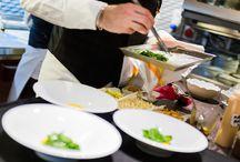 """Semplicità e creatività: ecco l'uovo strapazzato / L'uovo è ingrediente che si ritrova spesso nella cucina di Giancarlo Perbellini e che nelle prime settimane di vita di """"Casa Perbellini"""" è stato proposto tanto nel menù """"Assaggi"""" quanto nel menù """"Chi sceglie…prova!"""". Quello che segue è un antipasto al tempo stesso semplice e creativo: parliamo de """"l'uovo strapazzato, spuma di patate acide, spinacini, polvere di topinambur e caramello al mandarino"""". www.casaperbellini.com"""