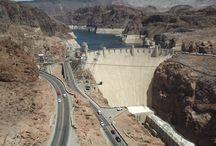 Hoover Dam a Lake Mead / Hoover Dam-jedna z nejznámějších přehrad světa,vytváří největší přehr.nádrž v USA-Lake Mead.
