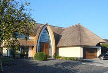 Rieten daken / Luxe huizen met rieten daken Met de Rietpolis van Van Lanschot Chabot verzekert u uw woning met rieten dak voordelig en goed. www.rietpolis.nl
