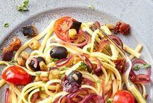 Pasta kann Alles / Nudeln, Pasta, Spaghetti, Spätzle, Glasnudeln, Reisnudeln, Farfalle - für Salate, als Hauptgericht oder auch mal süß - asiatisch, mediterran oder typisch deutsch: die Vielfalt der Pasta ist schier unendlich. Hier findet ihr Inspiration in vielfältigen Rezepten, von einfach bis raffiniert ist alles dabei.
